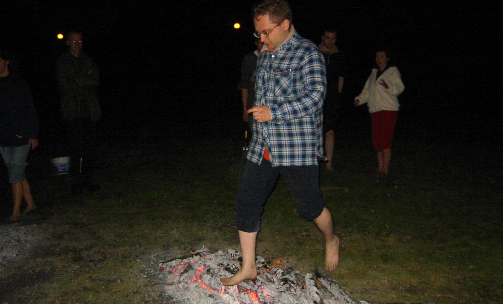 Warsztaty - zajęcia dodatkowe - chodzenie po ogniu